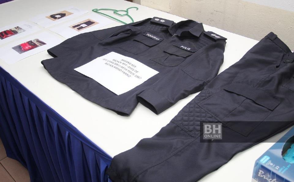 Pakaian digunakan oleh suspek yang menyamar sebagai anggota polis wanita berkenaan setelah ditangkap di kampung Bukit Bator. KHIS/NIK ABDULLAH NIK OMAR
