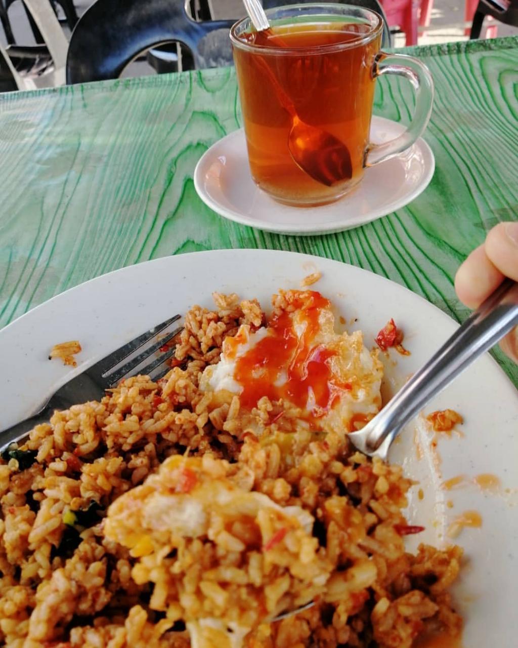 Ayah Lapar, Cuma Minta Nasi Goreng & Teh O Panas Je.. Tapi Ini Respon Kakak - Kisah Dunia