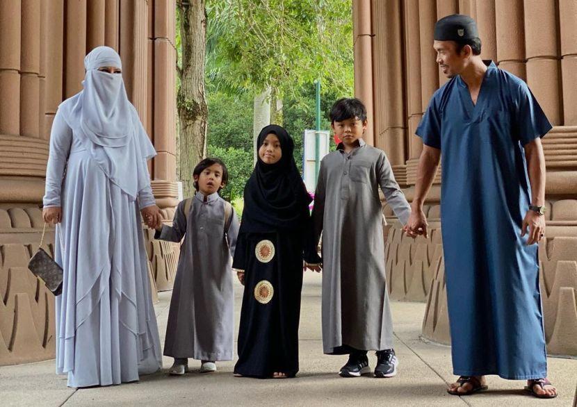 """Rakaman Solat jnazah ghaib untuk Siti Sarah di Masjidil Haram - """"Allah terlalu sayang you ibu"""""""